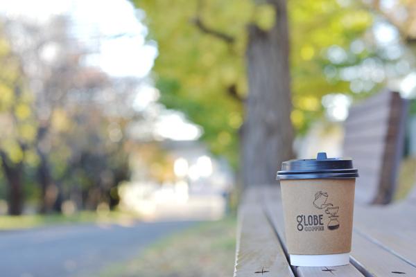 新テイクアウトカップでコーヒー散歩