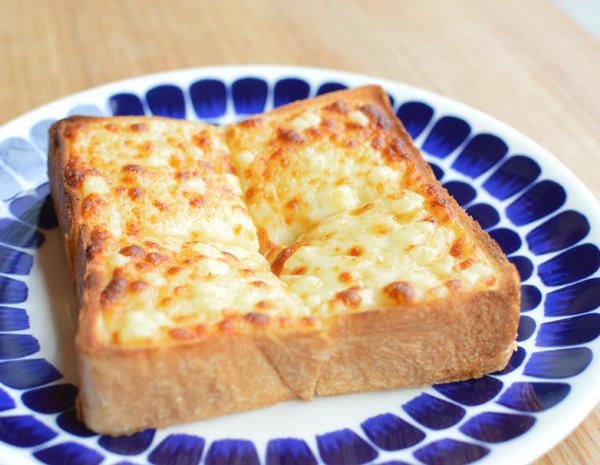新カフェメニューのお知らせ:チーズトースト
